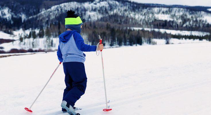 Les premières vacances au ski de votre fille : quoi emporter